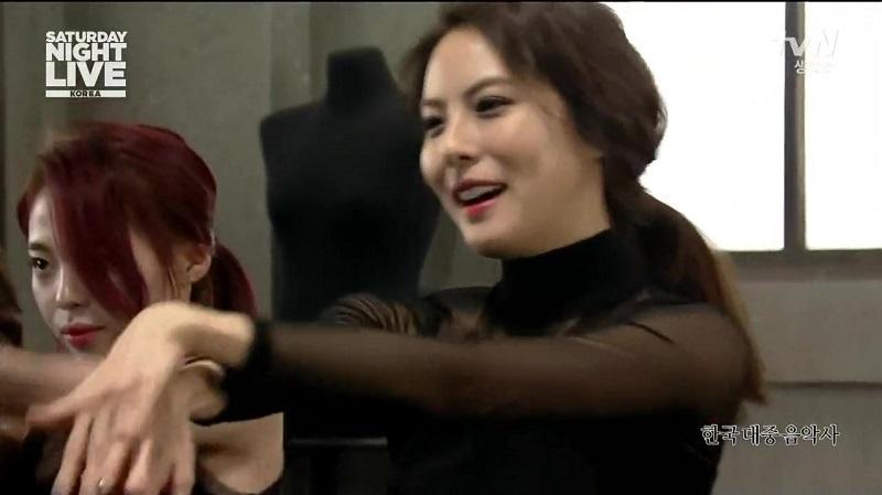 Park Ji-yoon on SNL Korea – Idol Features